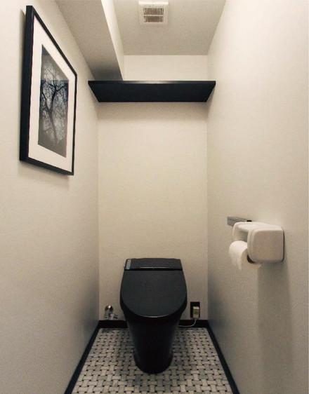 カッコ良くしたいならコレ! ブラックで統一したトイレ