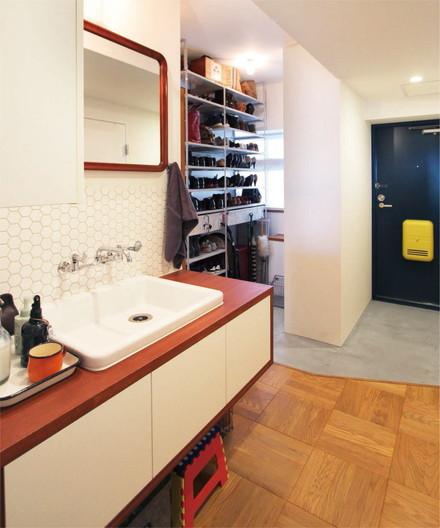 考え抜いた動線で家事の時間を短縮! 廊下に面した洗面