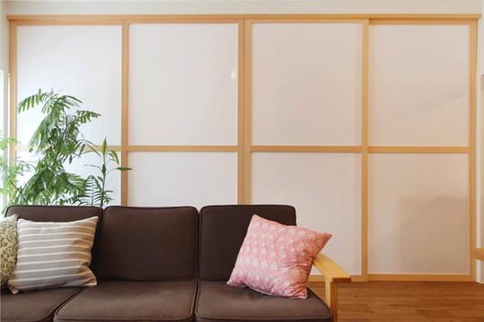 一際目を引くのは、LDと寝室を仕切る布框戸( ぬのかまちど)。